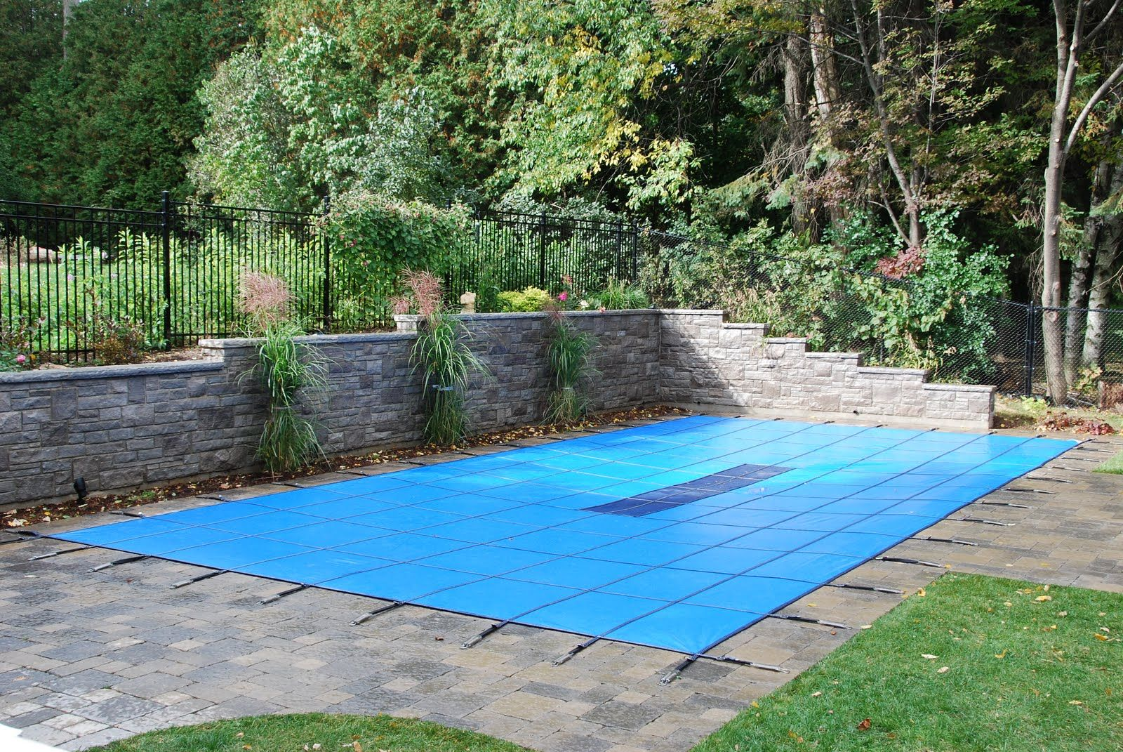 20 Yr Solid Safety Cover W Drain For 20 X 40 Rectangle W 2 Offset Right Step Rectangle Pool Pool Landscaping Pool Cover