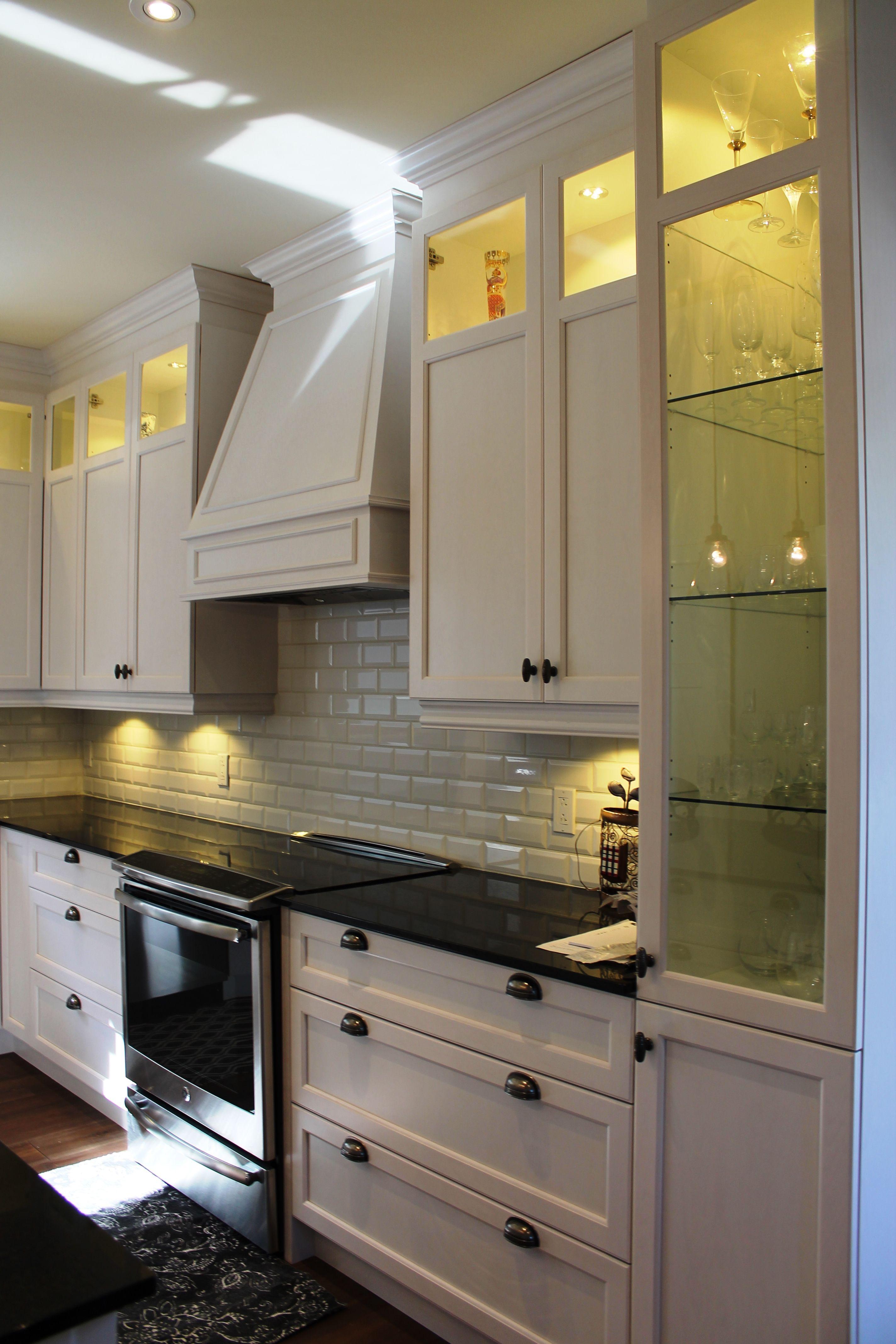 cuisine champ tre cuisine classique verrerie merisier laqu cuisine concept izo design. Black Bedroom Furniture Sets. Home Design Ideas