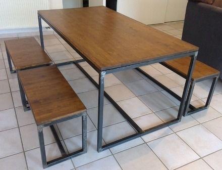 Table à Manger Et Bancs Plateau Bois Lasuré Sur Piétement En Fer