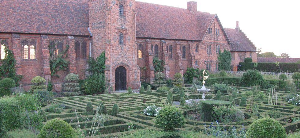 Old Palace Garden - Hatfield House: