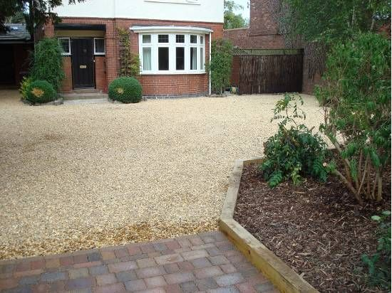 Gravel driveway with sleeper edging driveway and path for Gravel path edging ideas