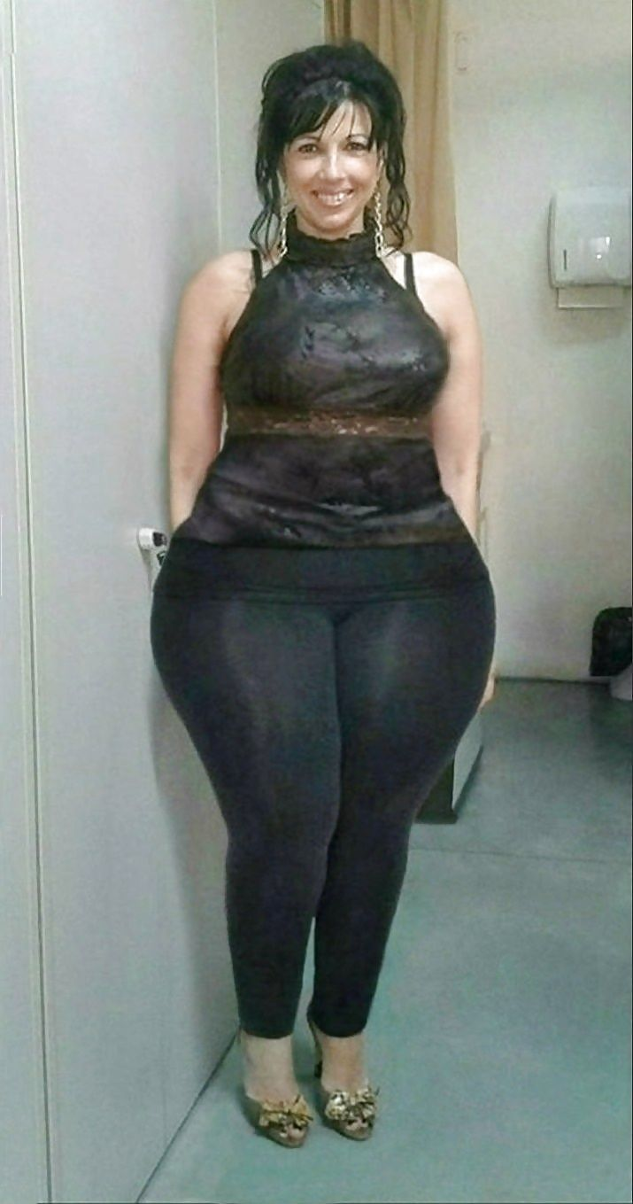 Phat ass on this mature women