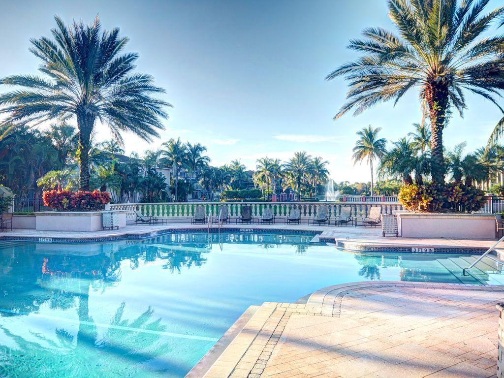 Condo 180 Avg Night Palm Beach Gardens Amenities Include Hot Tub Air Conditioning Internet Tv Hot Tub Outdoor Palm Beach Gardens Resort Style Pool