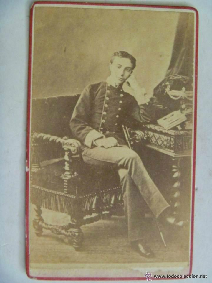 Fotografía antigua: CDV ORIGINAL DEL REY ALFONSO XII DE MILITAR , CON CASACA Y SABLE , SIGLO XIX - Foto 1 - 50943580