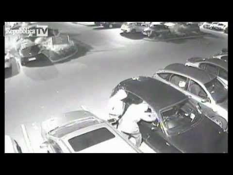 Rubano auto in 15 secondi - Guardalo