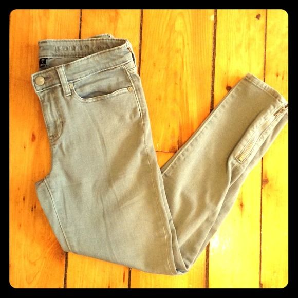 "Selling this ""Gap super skinny crop jeans"" in my Poshmark closet! My username is: laurlis. #shopmycloset #poshmark #fashion #shopping #style #forsale #GAP #Denim"
