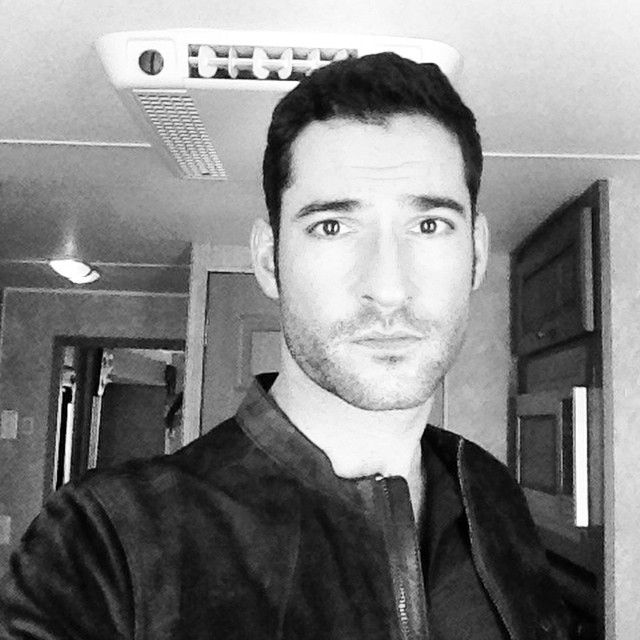 Sympathy For The Devil Tom Ellis Is Having A Hell Of A: Yummy Tom Ellis My Lovers T Que Guapo Celebridades
