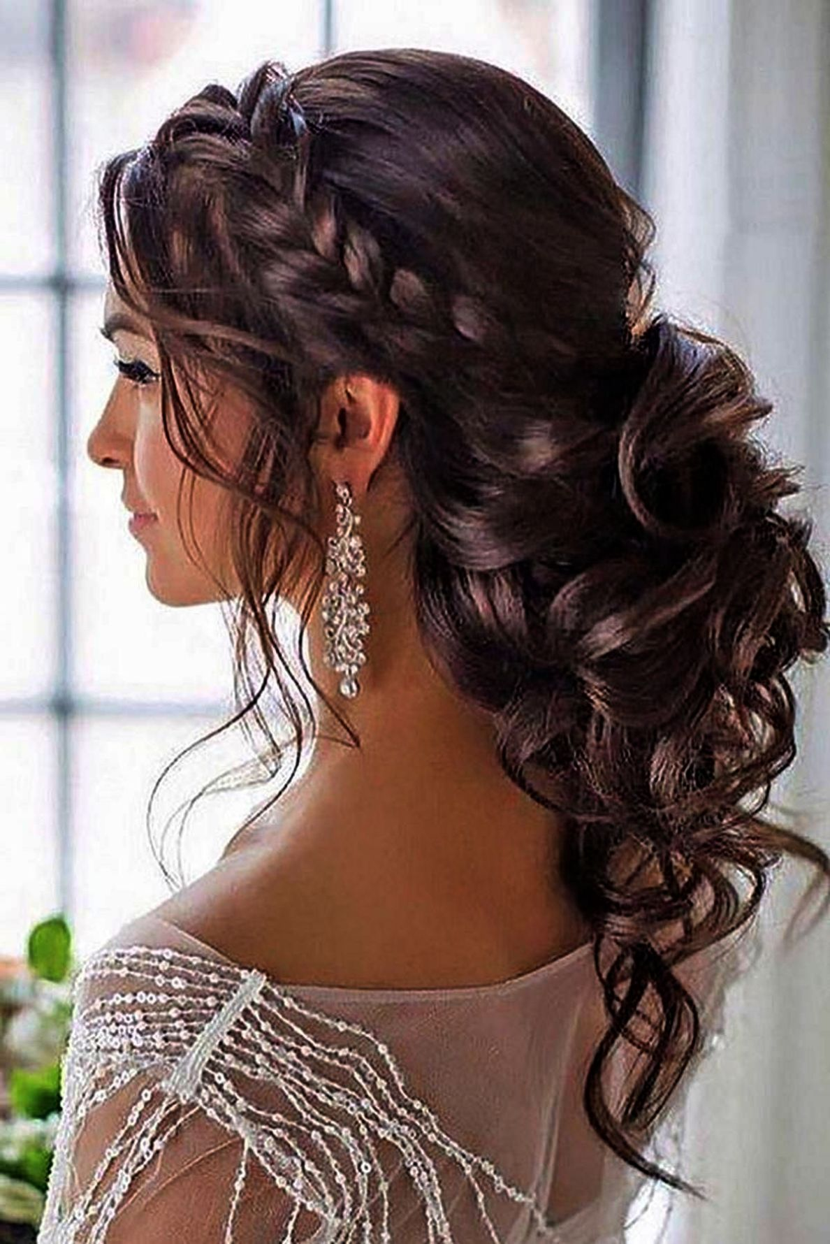 Simple Hairstyles For Wedding Party Step By Step Simple Wedding Hairstyles For Long Curly Hair Diyhairstyles Hair Styles Long Hair Styles Quince Hairstyles