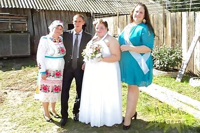 11 Gruselige Hochzeitsbilder So Bitte Nicht Heiraten Brautjungfernkleid Ungiftige Pflanzen Fur Katzen Hochzeit Bilder