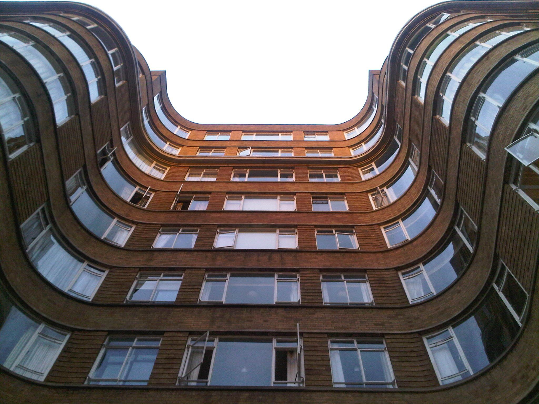 the curved facade of florin court an art deco residential building