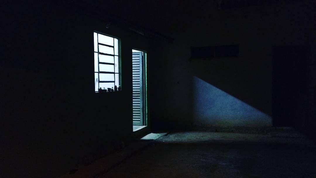 #LUCASNEVOU #music  Sobre frestas de esperança há luz ainda no fim do túnel mas há!