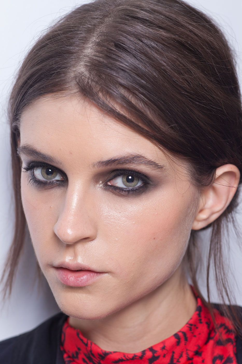 Versace Cool hairstyles, Makeup for green eyes, Natural