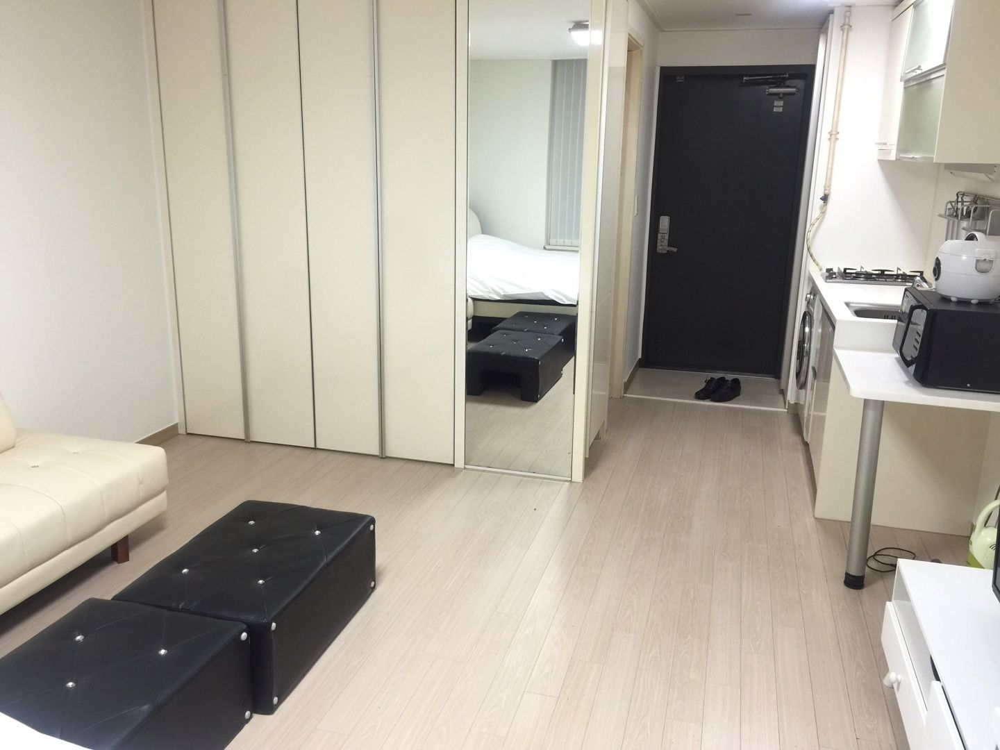 This Is Fully Furnished Apartment Location Close To Gangnam Station Of Line 2 Deposit 1 1mwon 5mwon Rent 1m Depending Term
