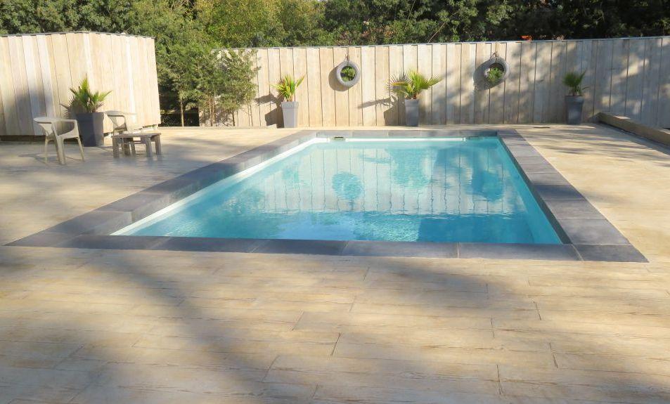 piscine avec margelle à tallon grise roc de france en pierre