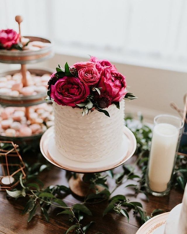 9 Simple Wedding Cakes With Just One Layer: Just *one* Of The Pretty Cakes From @OneBelleBakery In