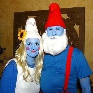 Papa Smurf  Smurfette 29 Hilarious Couples Halloween Costumes - teenage couple halloween costume ideas