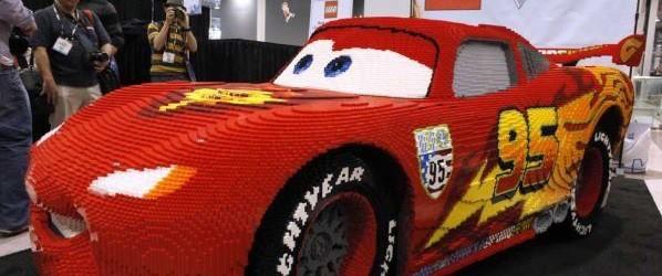 Impresionante réplica de Rayo McQueen construido totalmente de Legos.   Si tuvieras Legos ilimitados para construir lo que quisieras, ¿que crearías?