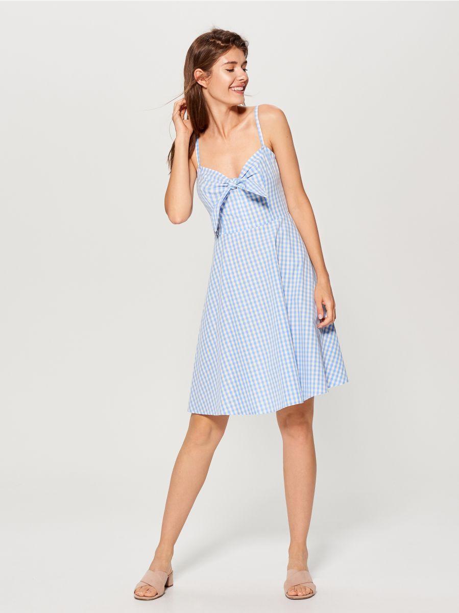 d2559b74ee Rozkloszowana sukienka z wiązaniem - niebieski - UR847-MLC - Mohito ...