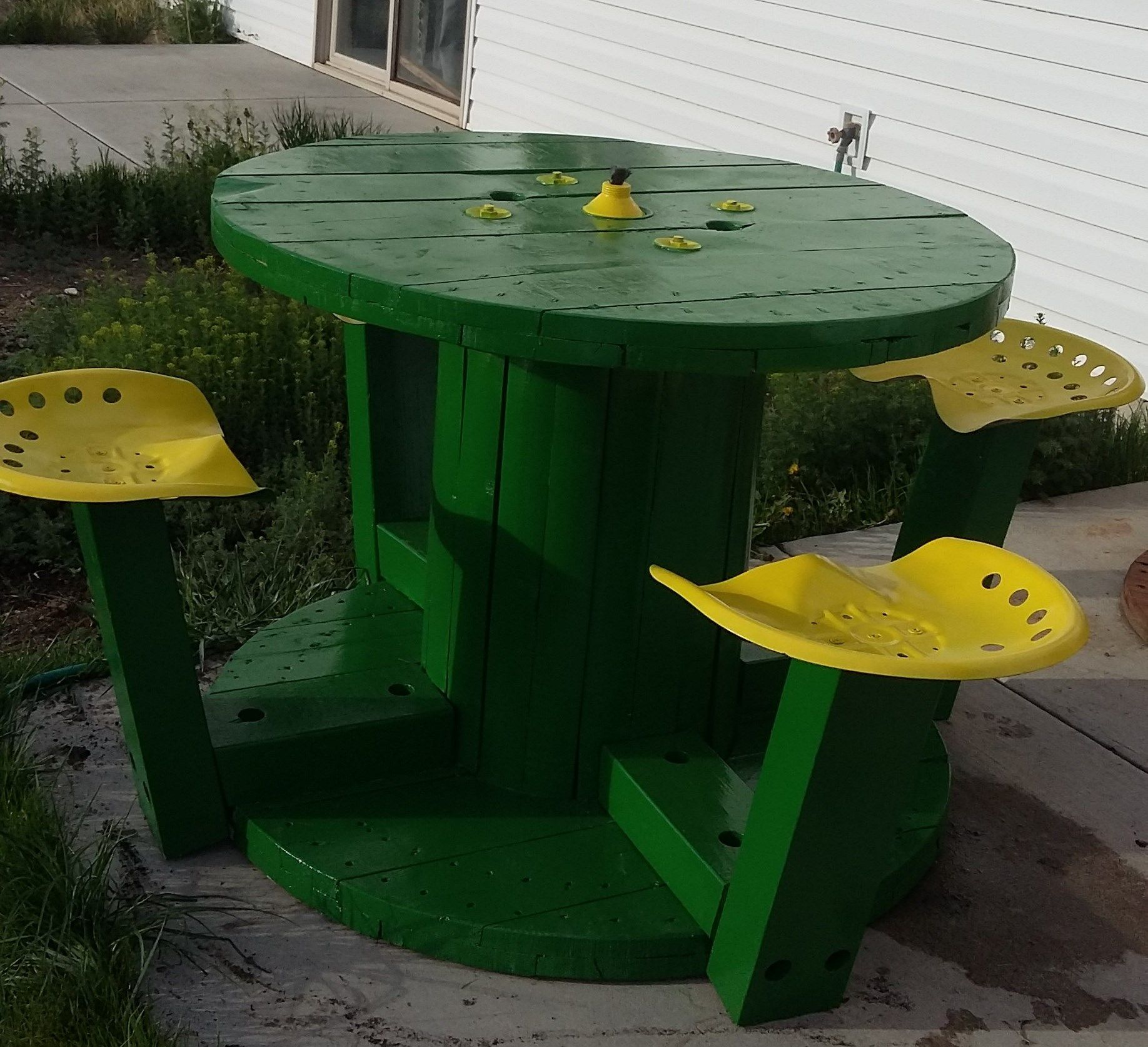 John Deere wire spool with tractor seat and tiki. Wire spool outdoor dining  table, wire spool with tractor seats, wire spool table, wire spool ideas