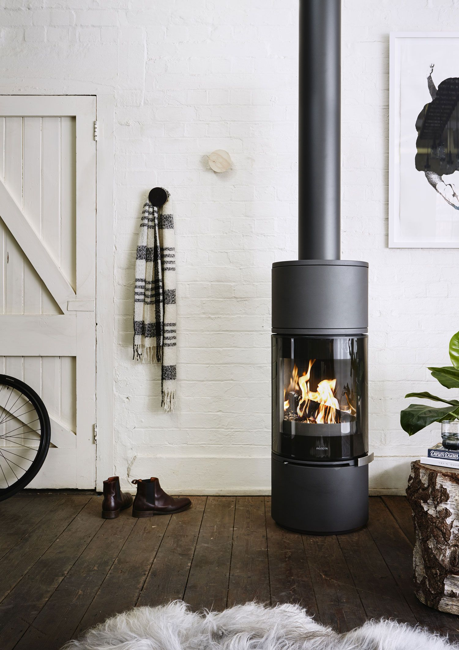 The Alcor Wood Burning Fireplace Is Sleek Elegant And Fuel Efficient With Panoramic Curved Glass And Stron Freestanding Fireplace Wood Stove Fireplace Design