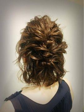 結婚式 髪型 ショートボブ ヘアアレンジ ルーズ編み込みハーフアップ