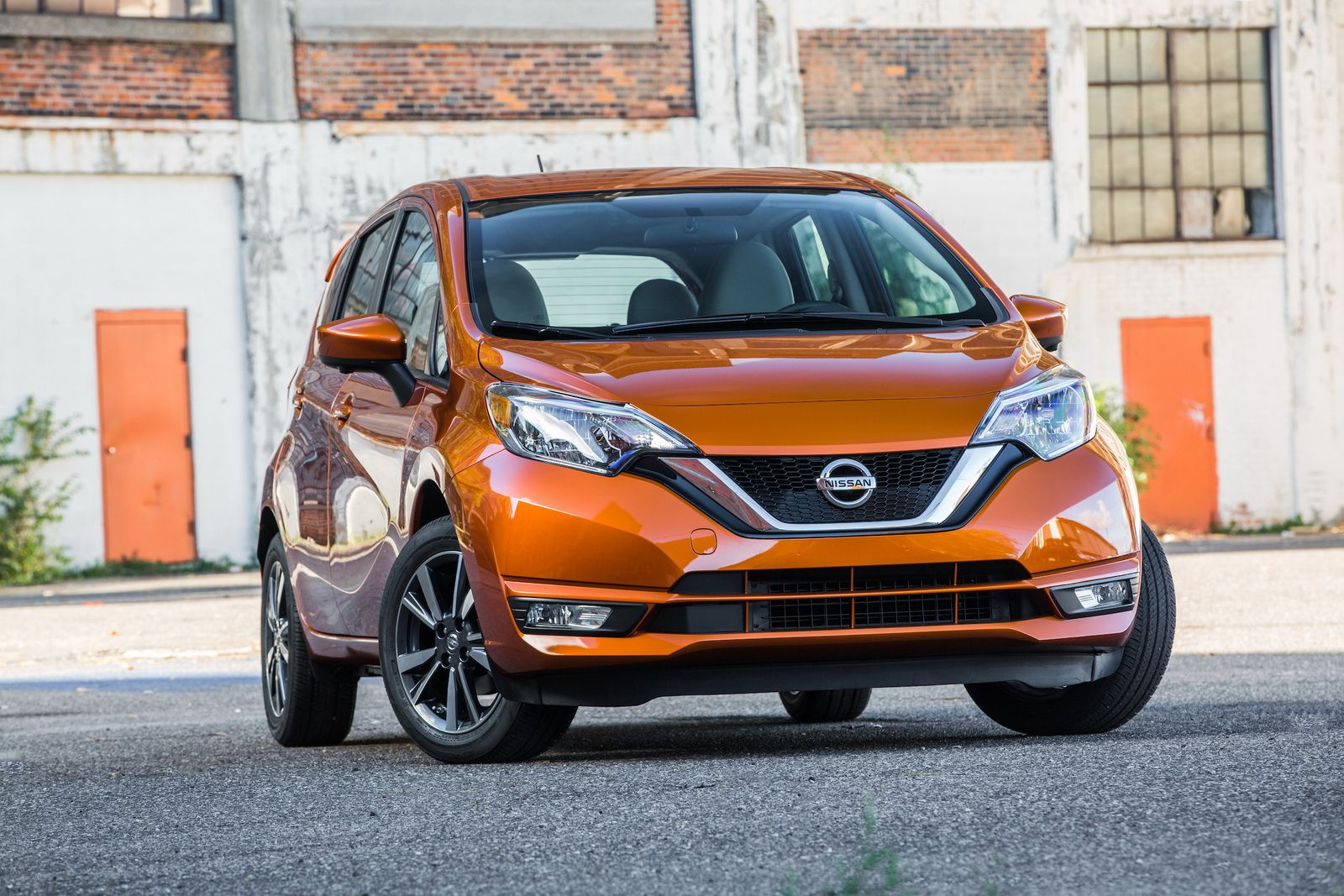 2017 nissan versa note and juke black pearl edition heading to la auto show