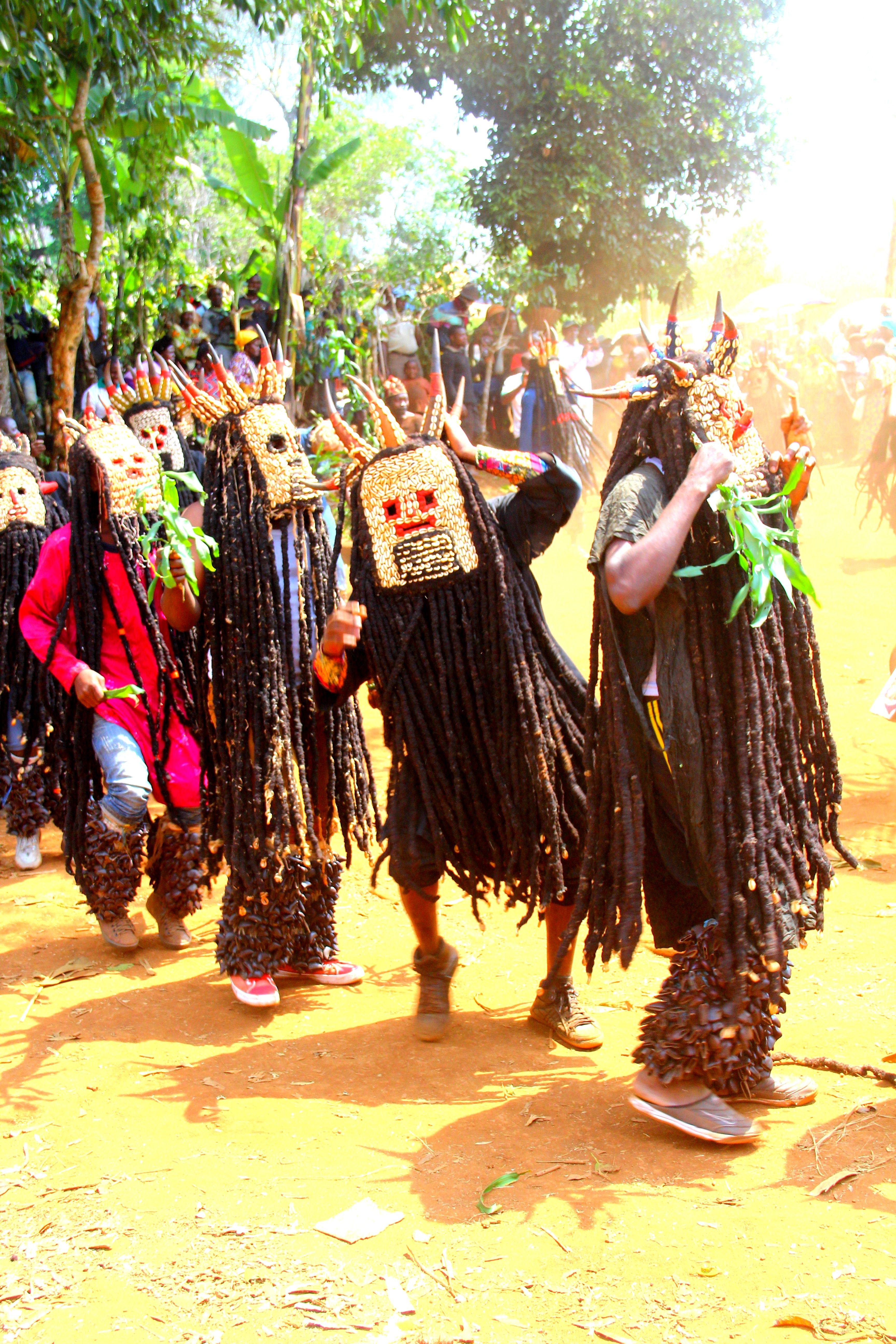 Danse Bamiléké KOUNG GANG...Balatsit...Bamendjou...Haut-plateaux...Ouest...Cameroun Plateaux, Danse, Ouest, Haut, Afrique, Toupie