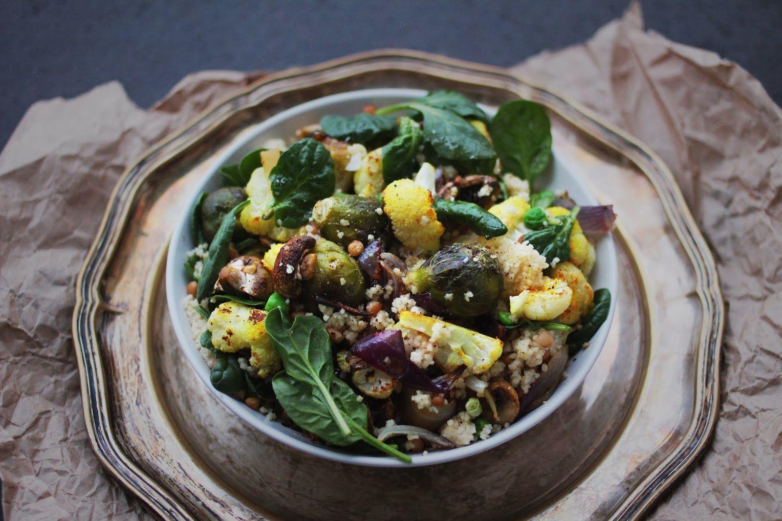 happyfoodstories: Rask hverdagsmat: couscous-salat m. linser, rosenkål & ovnsbakt karriblomkål