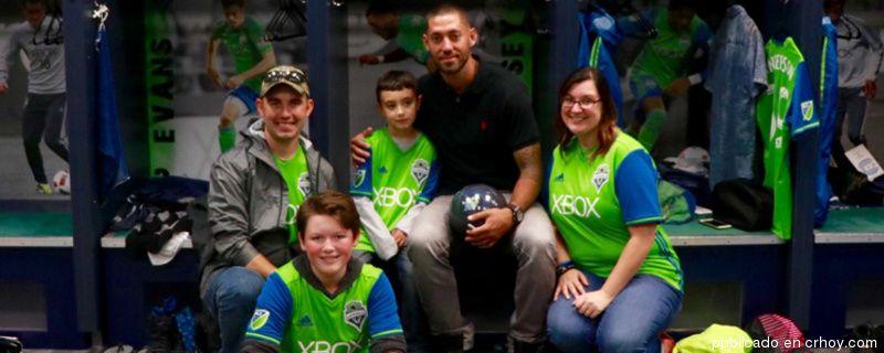 ¡Gran gesto! Dempsey cumplió el sueño a niño con cáncer cerebral