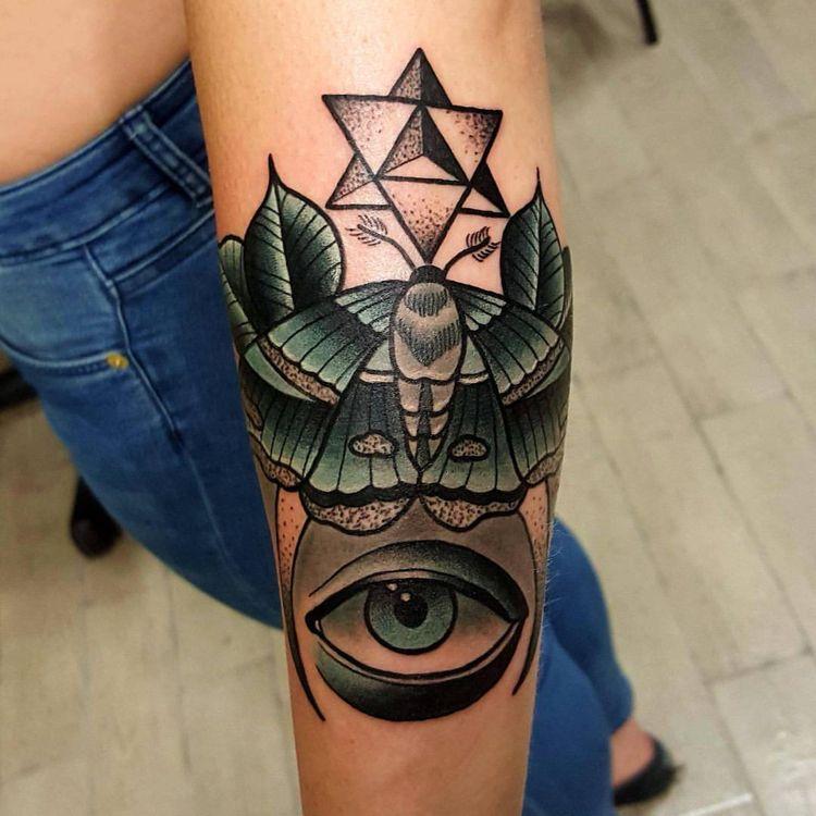 Motte Tattoo Bedeutung Des Motivs Und Einige Der Schonsten Mottenarten Motten Tattoo Tattoo Bedeutungen Geometrisches Tattoo
