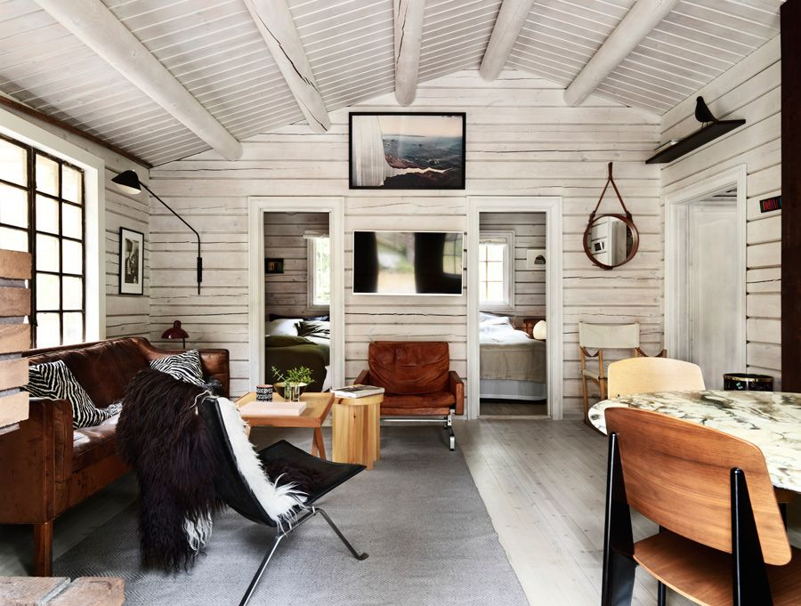 Charming Norwegian Style Log Cabin Packed With Iconic Design Pieces Nordic Design Modern Cabin Interior Modern Log Cabins Cabin Interiors