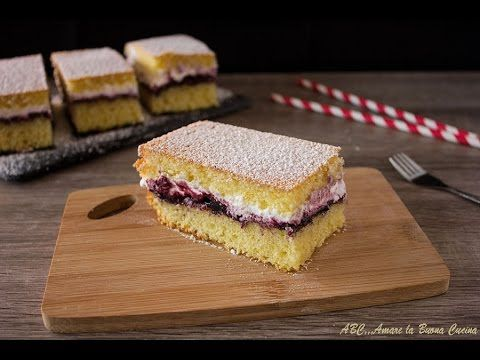 Torta soffice con panna e marmellata