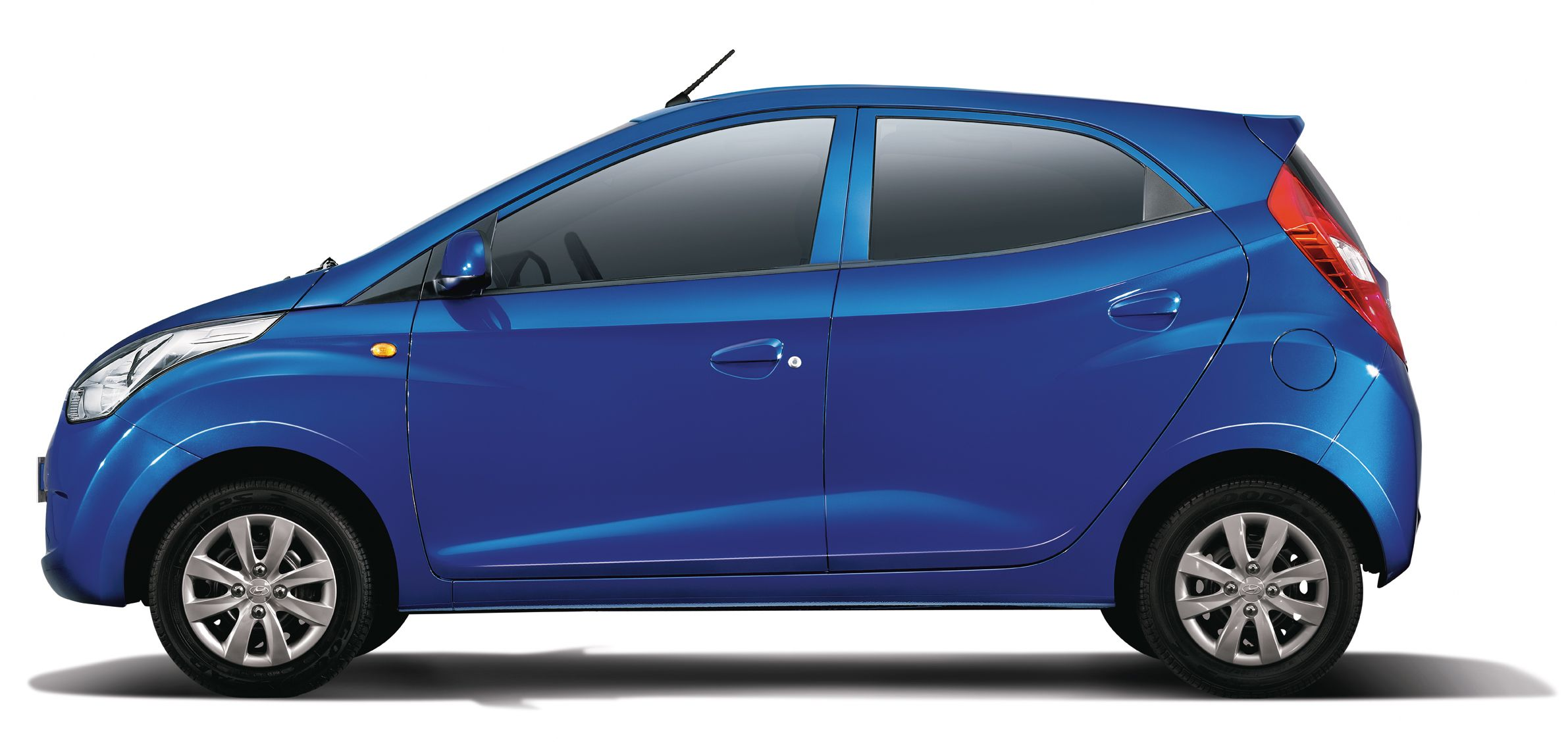 medium resolution of hyundai eon side reverse view