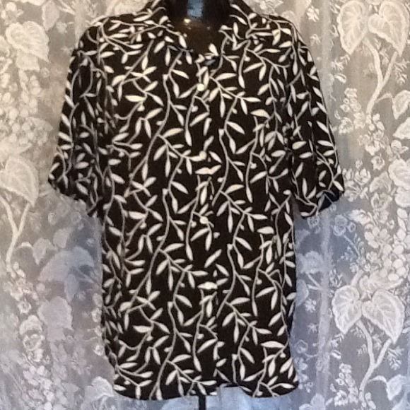 Great Looking Black & White Top, Size L 100% Polyester. Looks brand new!! Priced to sell and ship today from my non smoking home if ordered by noon. Carrie Louise Tops