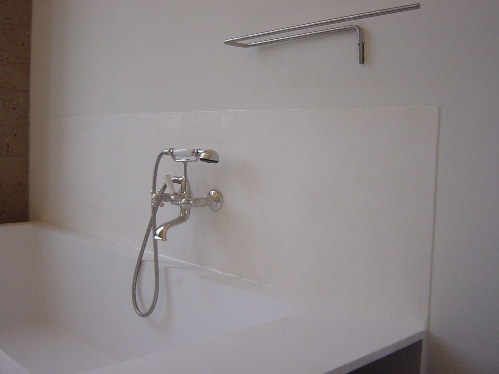Als spritzschutz habe ich hier hinter der badewanne wei en for Tadelakt auf fliesen