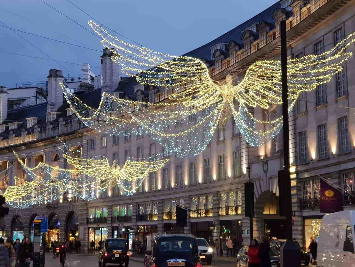 A festive day out in London. Where to find the best Christmas Markets, Christmas Trees, Christmas Lights and festive fun #london #christmas #coventgarden #regentstreet #carnabystreet