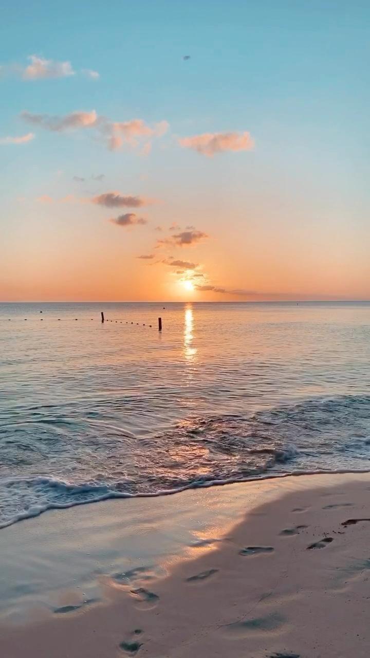 SUNSET LOVE • Grand Cayman