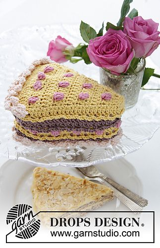 Drops Valentine Crochet Drops Piece Of Cake With Berries And Cream In Muskat Crochet Cake Crochet Food Drops Design