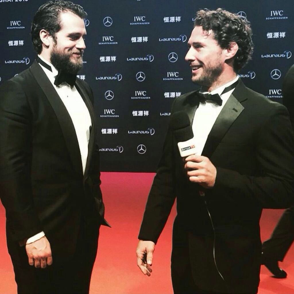 A great candid moment from Shanghai, shared by @flaviocanto. Wrap http://t.co/HeSYopyU71 #SexiestSmile #HenryCavill #SuitLove #Superman #ManofSteel #BatmanvSuperman #TheManfromUNCLE #Stratton #ClarkKent #NapoleonSolo #China #LWSA15