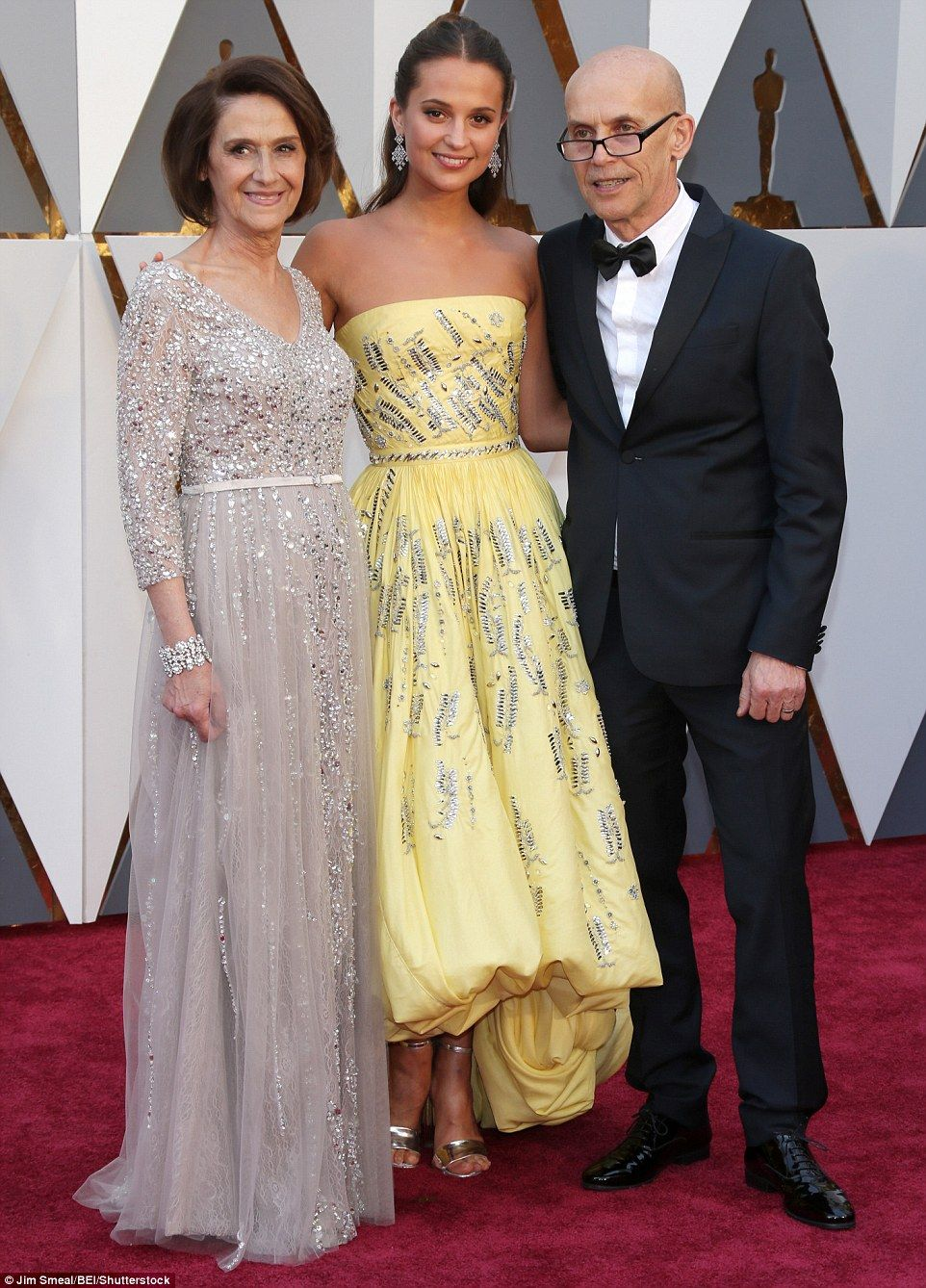 Jennifer Lawrence Brie Larson And Cate Blanchett Wow At Oscars Colorful Gown Academy Awards Red Carpet Glamorous Outfits