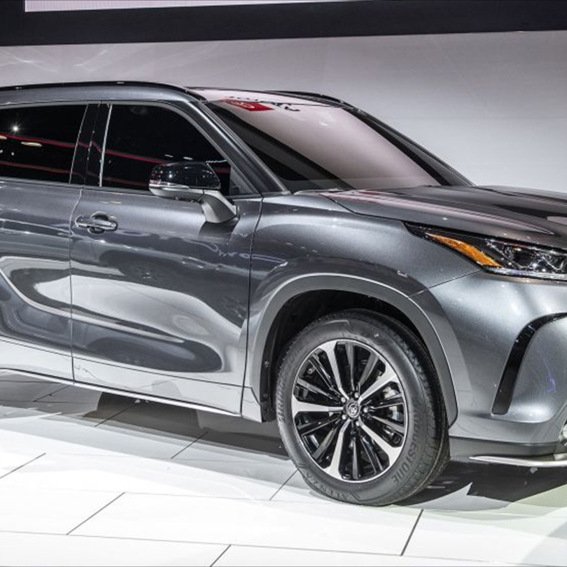 2021 Toyota Highlander At The Chicago Auto Show In 2020 Toyota Highlander Chicago Auto Show Toyota