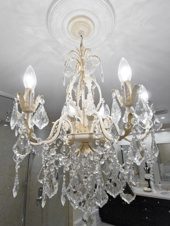 Perfect Luxury Bathrooms Applying Classic Luxury Bathroom Style: Luxury Glass Chandelier Added To Decorate Classic Spa Bathroom While Providing Tranquil Lighting For Relaxing Ambiance ~ CLAFFISICA Bathroom Inspiration
