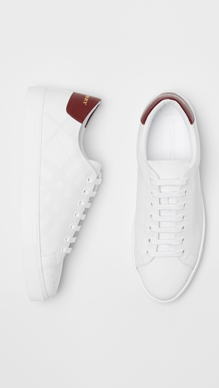 Motif OptiqueHomme À Check Perforéblanc Sneakers En Cuir OyvmN8n0w