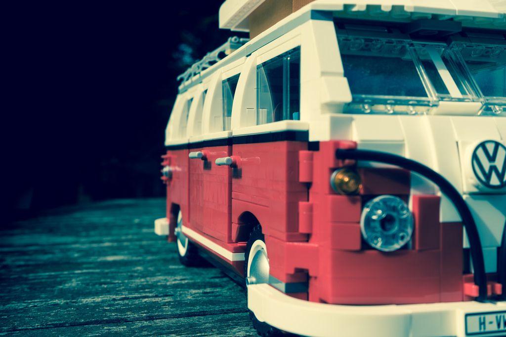 LEGO-10220-Volkswagen T1 Camper Van-Macro