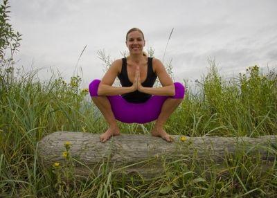 3 posturas de yoga para mejorar la digestión  posturas de