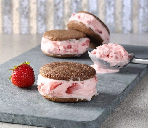 Strawberry Ice Cream Sandwiches | FOODIEaholic.com #recipe #cooking #dessert #icecream #summer #strawberry