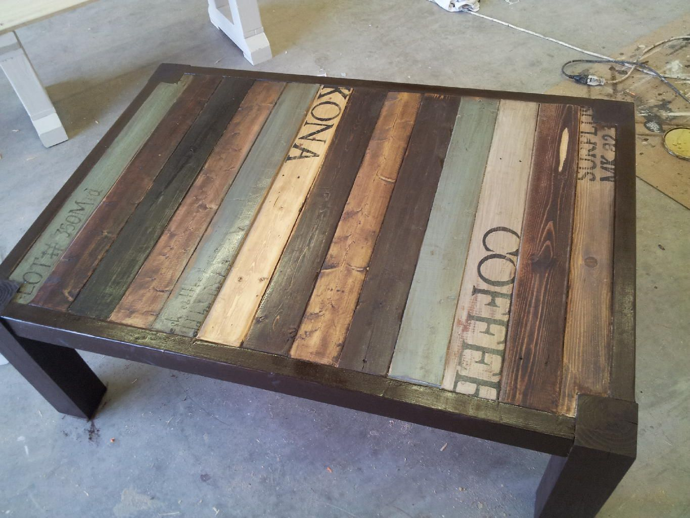 Painted pallet coffee patio ideas pinterest for Painted pallet coffee table