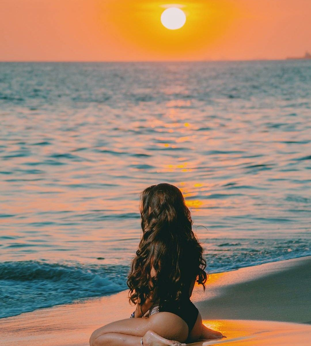 Creature Enigmatique Du Crepuscule Beach Photography Poses Couple Beach Pictures Beach Sunset Photography