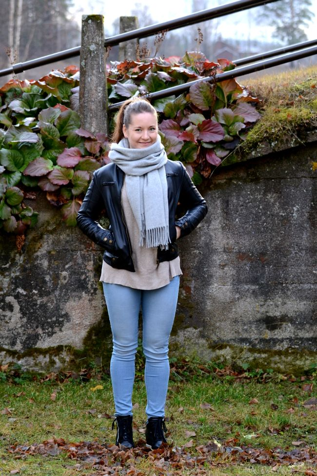 How to wear a wool scarf, go to see more http://omanelamansamalli.blogspot.fi/2015/11/warm-wool.html #woolscarf #leatherjacket #espirit #tigerofsweden #wedges #autumnstyle