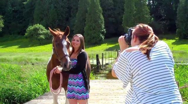 Behind-the-Scenes of a Senior Portrait session with Michelle Moore and Class of 2011 Senior Rep Kelly Finan!  http://michellemooreseniors.com  Makeup, http://jennybowkermakeup.com  Special thanks to Jenny for putting this video together!